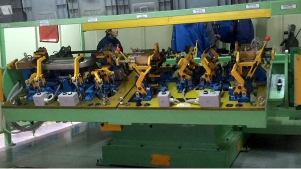 悦川机器人:如何选择焊接机器人变位机?