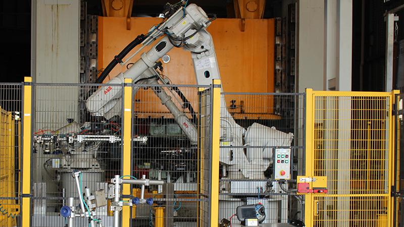 悦川机器人浅谈压铸机器人在构造及负载能力